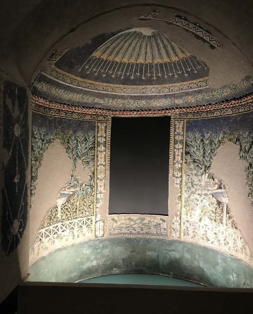 VI.17.42 Pompeii. April 2019, on display in Antiquarium. Summer triclinium 31, detail of original nymphaeum mosaic pattern reconstructed in exhibition apse.  Photo courtesy of Rick Bauer.